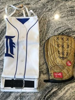 Detroit Tigers Apron And Brewers Glove Oven Mitt. Never Used